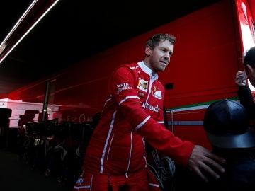 Vettel, en el box de Ferrari