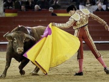 Roca Rey, el torero de moda, también se impone en Valencia