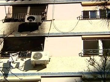 Frame 18.01954 de: Muere un hombre al saltar al vacío para huir de un incendio en su casa