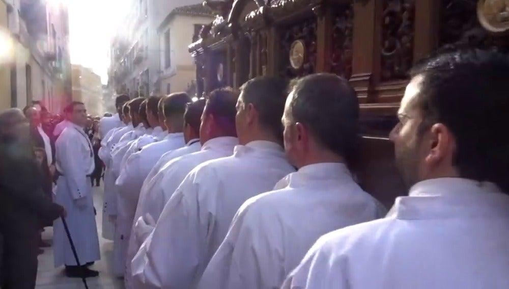 Frame 10.311111 de: Se buscan costaleros para esta Semana Santa en Málaga