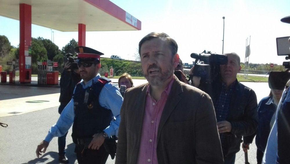 Ignacio Arsuaga, presidente de Hazte Oír, acompañado por los Mossos