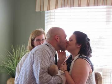 Los padres de Conner se casan en la unidad de cuidados paliativos donde atienden al bebé