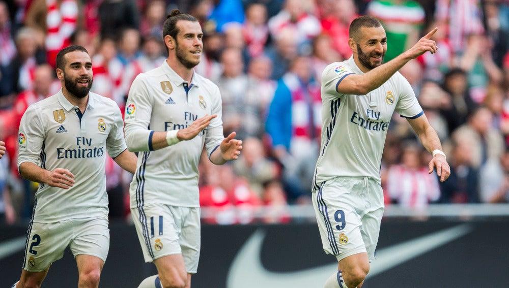 Benzema celebra el 0-1 en San Mamés