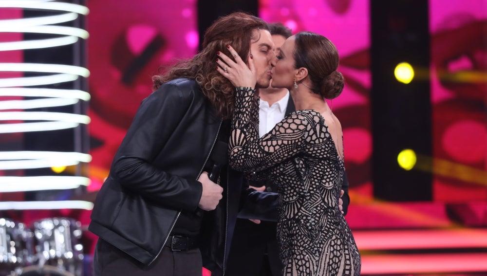 Mónica Naranjo besa a Nacho Lozano tras una dura valoración