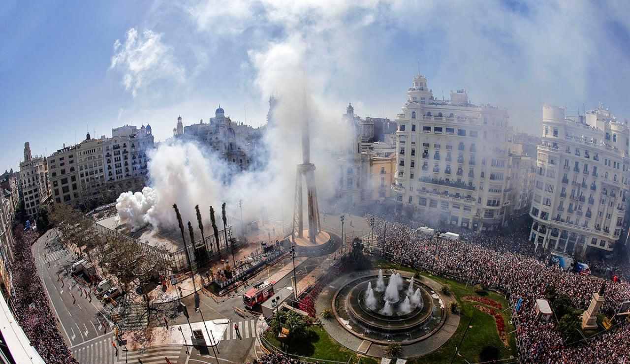 Miles de personas ocupan Valencia por Fallas