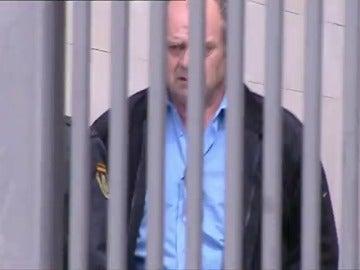 Frame 9.306675 de: El exdirector del Hospital de Valencia queda en libertad tras pagar una fianza de 80.000 euros
