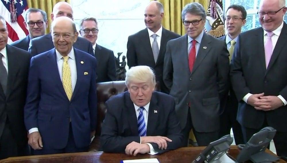 Frame 33.828719 de: Trump autoriza la construcción del oleoducto Keystone ante la oposición de los ecologistas