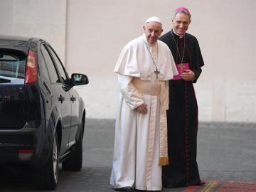 El Papa Francisco junto al arzobispo Georg Ganswei