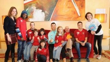 Cristiano, rodeado de niños