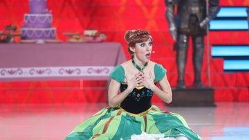 Mary Porcar irrumpe en el plató convertida en la princesa Anna con la canción 'Por Primera Vez en Años'