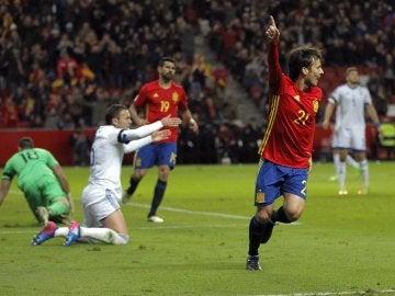 David Silva celebra su gol a Israel