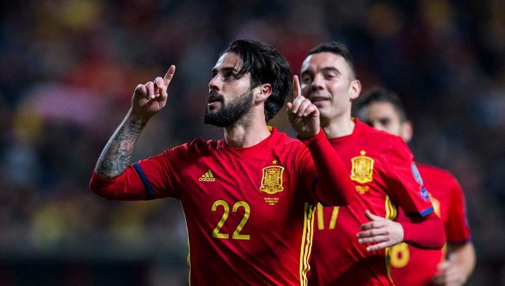 Isco celebra su gol con la selección española de fútbol