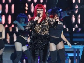 Iria Regueiro, torrente de voz como Cher en un potente 'Strong Enough'