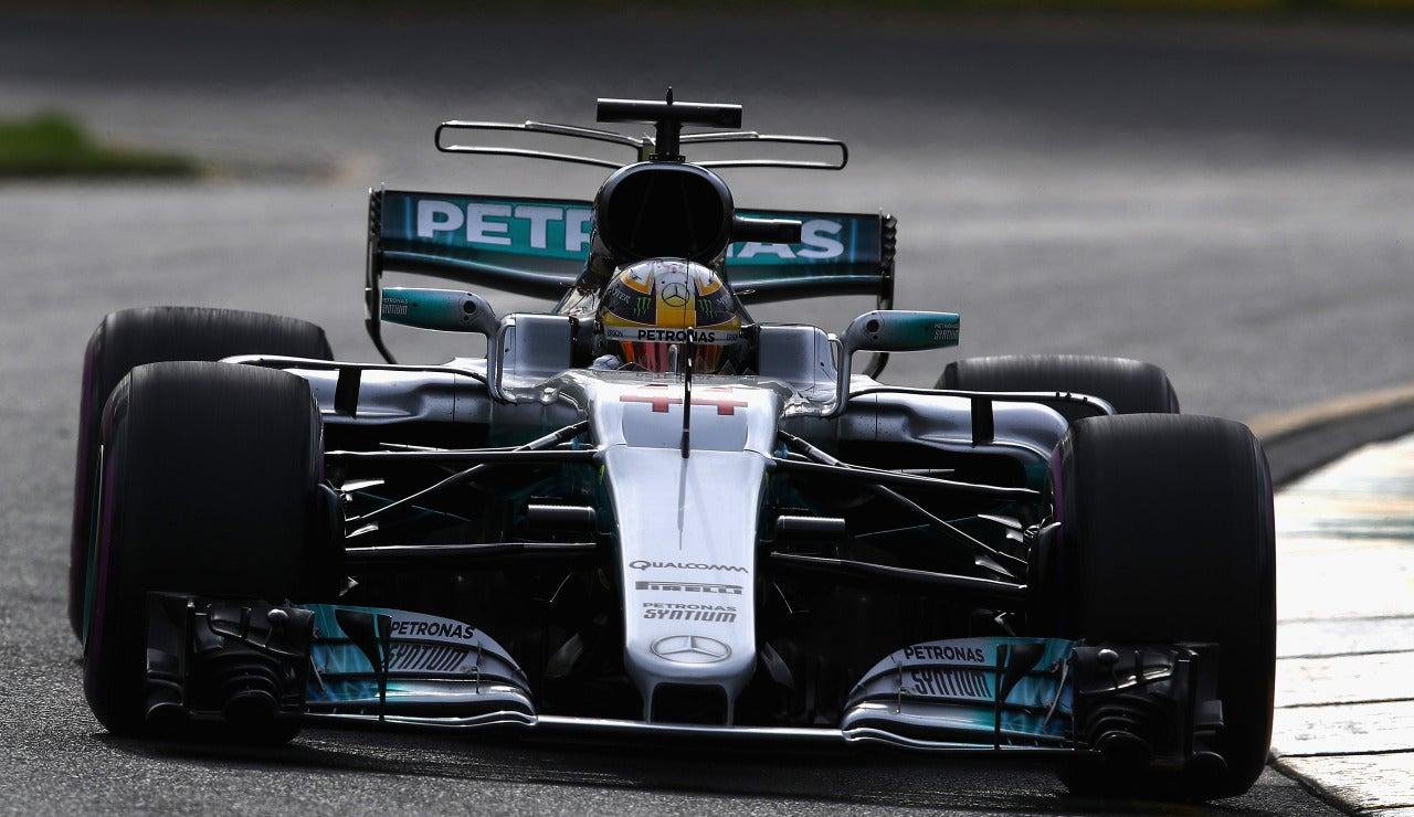 Lewis Hamilton rueda en Melbourne