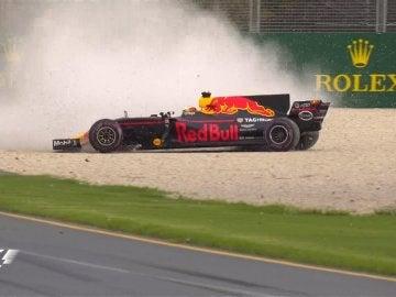 Ricciardo chocó contra las protecciones