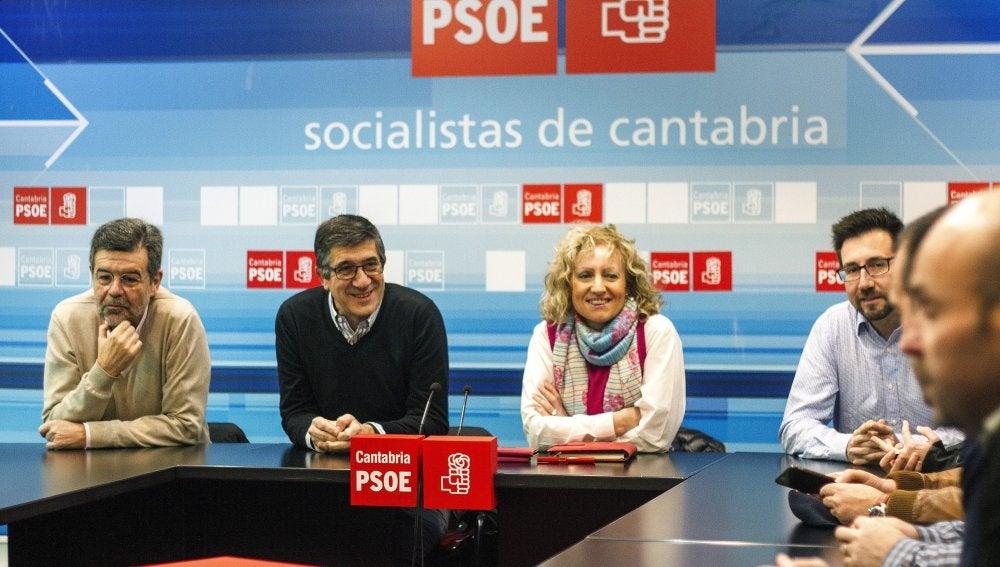 Patxi López durante la reunión con la Ejecutiva del Partido Socialista de Cantabria