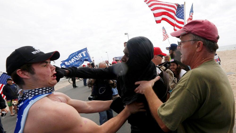 Enfrentamientos entre partidarios y detractores de Trump