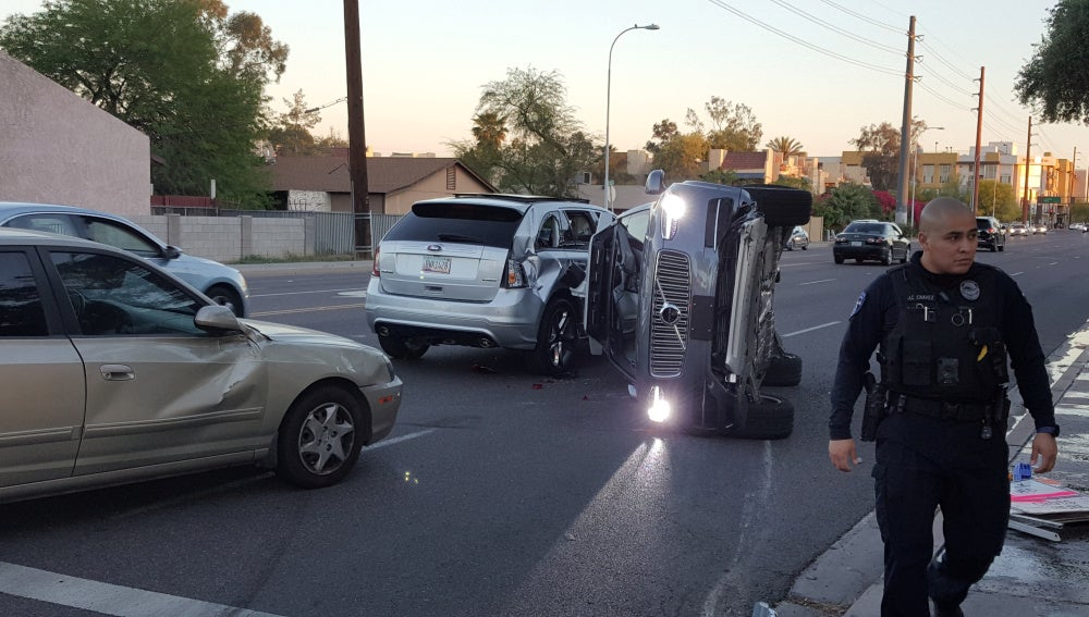 Colisión entre un vehículo autónomo de Uber y otro coche