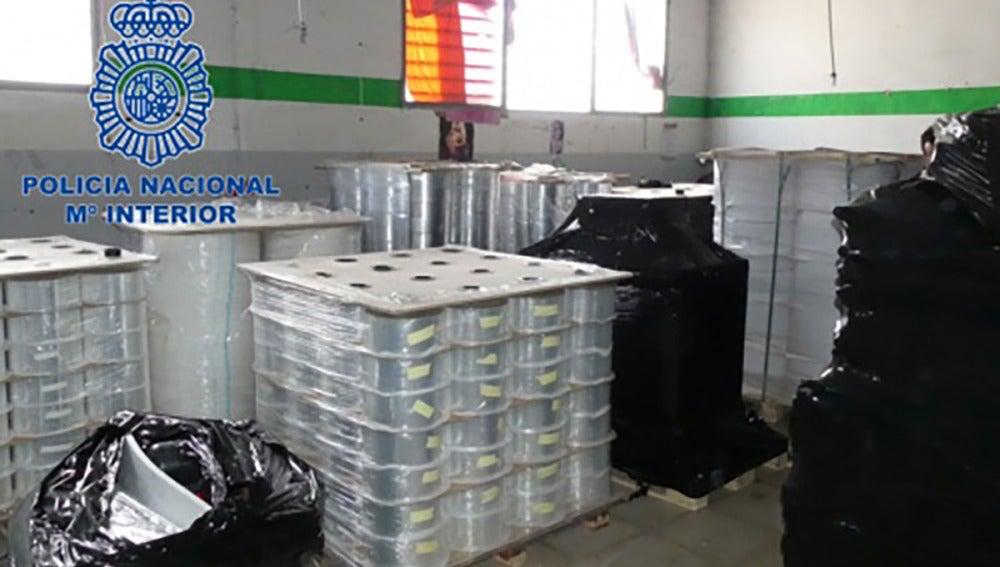 La Policía Nacional impide la puesta en marcha de una fábrica ilegal de tabaco