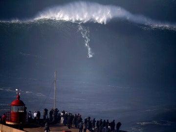 Un surfista de Praia do Norte