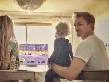 Rosberg, viendo la F1 en familia