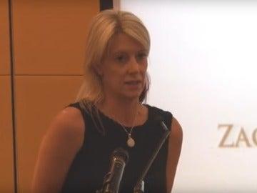 Una madre pronuncia unas palabras en el funeral de su hijo para evitar más suicidios entre jóvenes