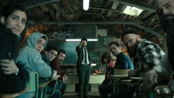El Profesor nos da la bienvenida a su aula de 'La casa de papel'
