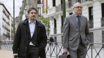 Oriol Pujol, acompañado de su abogado, Xavier Melero