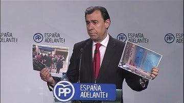 Frame 5.585011 de: Las Juventudes de la CUP ocupan la sede del PP de Cataluña para reivindicar la celebración de un referéndum