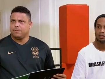 Ronaldo y Ronaldinho respondiendo al divertido test
