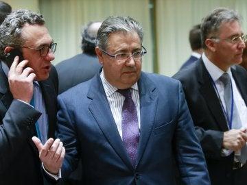 El ministro español del Interior, Juan Ignacio Zoido (c), durante el Consejo de titulares europeos de Interior