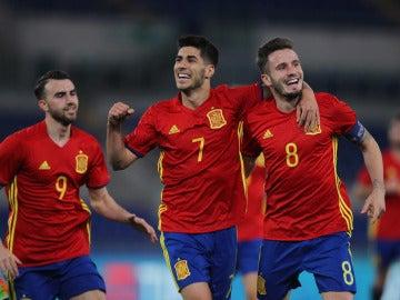 Jugadores de la sub-21 celebrando un gol
