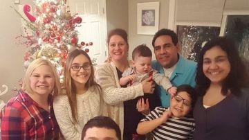 Roberto Beristain junto a su familia