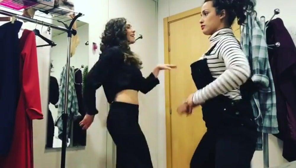 El divertido baile de Chanel y Yara para celebrar el Día Mundial del Teatro