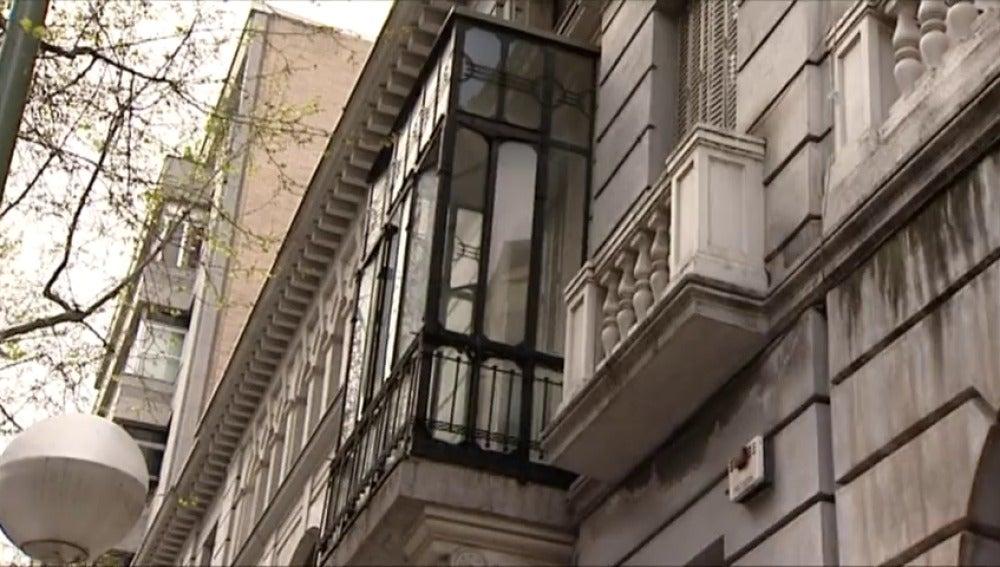 Frame 9.454011 de: Desalojan a los miembros del colectivo de extrema derecha Hogar Social de un edificio en el barrio de Salamanca