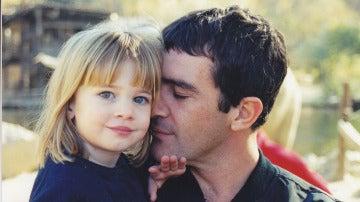 La dulce imagen de Antonio Banderas con su hija Stella