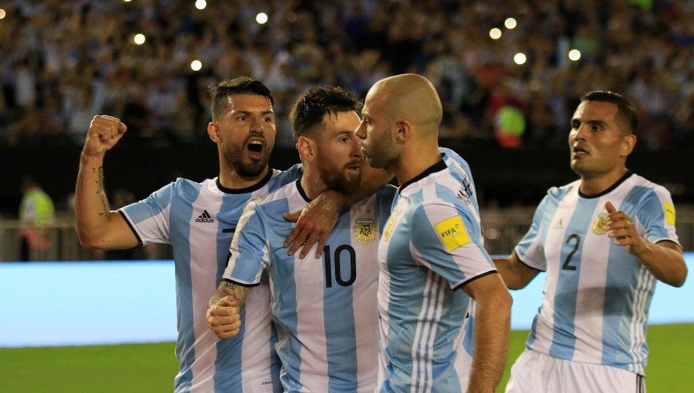 La selección argentina de fútbol celebrando un gol