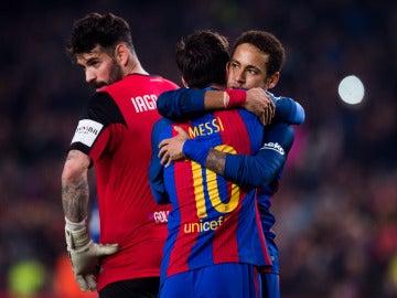 Neymar y Messi celebran un gol con el Barcelona