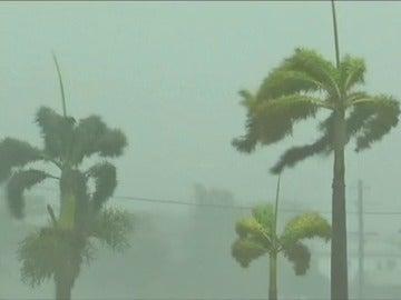 Frame 16.19565 de: El ciclón Debbie pierde fuerza tras causar miles de evacuados en Australia