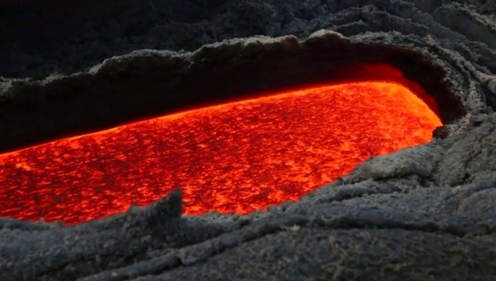 Frame 63.05775 de: Las escenas del volcán Etna captadas por drones acaparan la atención de expertos y turistas