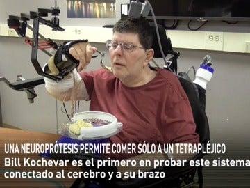 Frame 16.937135 de: Una prótesis conectada al cerebro permite a un hombre con parálisis volver a valerse por sí mismo