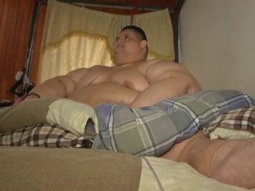 Frame 0.760969 de: El hombre más obeso del mundo podrá ser operado tras perder más de 175 kilos