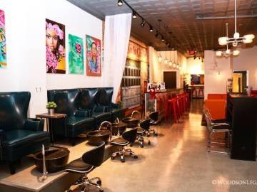 'Clutch Beauty Bar', el salón de belleza incorporado al taller mecánico 'Girls Auto Clinic'