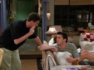 Frame 20.167305 de: Matthew Perry elige el mejor chiste de Chandler en 'Friends'