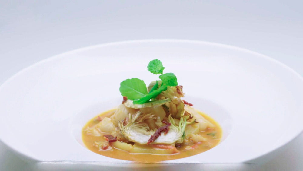 Patatas guisadas con bacalao, sus callos y hierbabuena