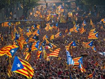 Independentistas catalanes durante una manifestación en Barcelona
