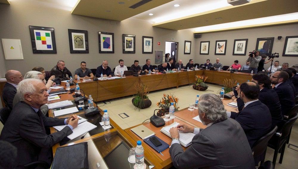 Un momento de una reunión de representantes de la patronal y de los sindicatos de los estibadores en Madrid.