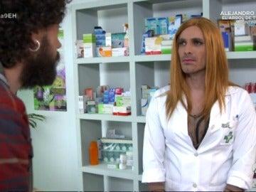 Frame 69.402857 de: Cómo comprar una caja de preservativos en la farmacia sin pasar vergüenza