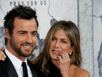 Jennifer Aniston acompañó a su marido Justin Theroux a la premiere de la tercera temporada de la serie que protagoniza