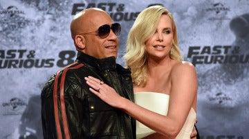 Vin Diesel y Charlize Theron durante la promoción
